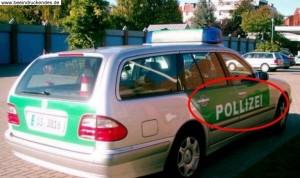 Bildquelle: julius-hensel.com - ein Polizist stoppt einen jungen Mann …